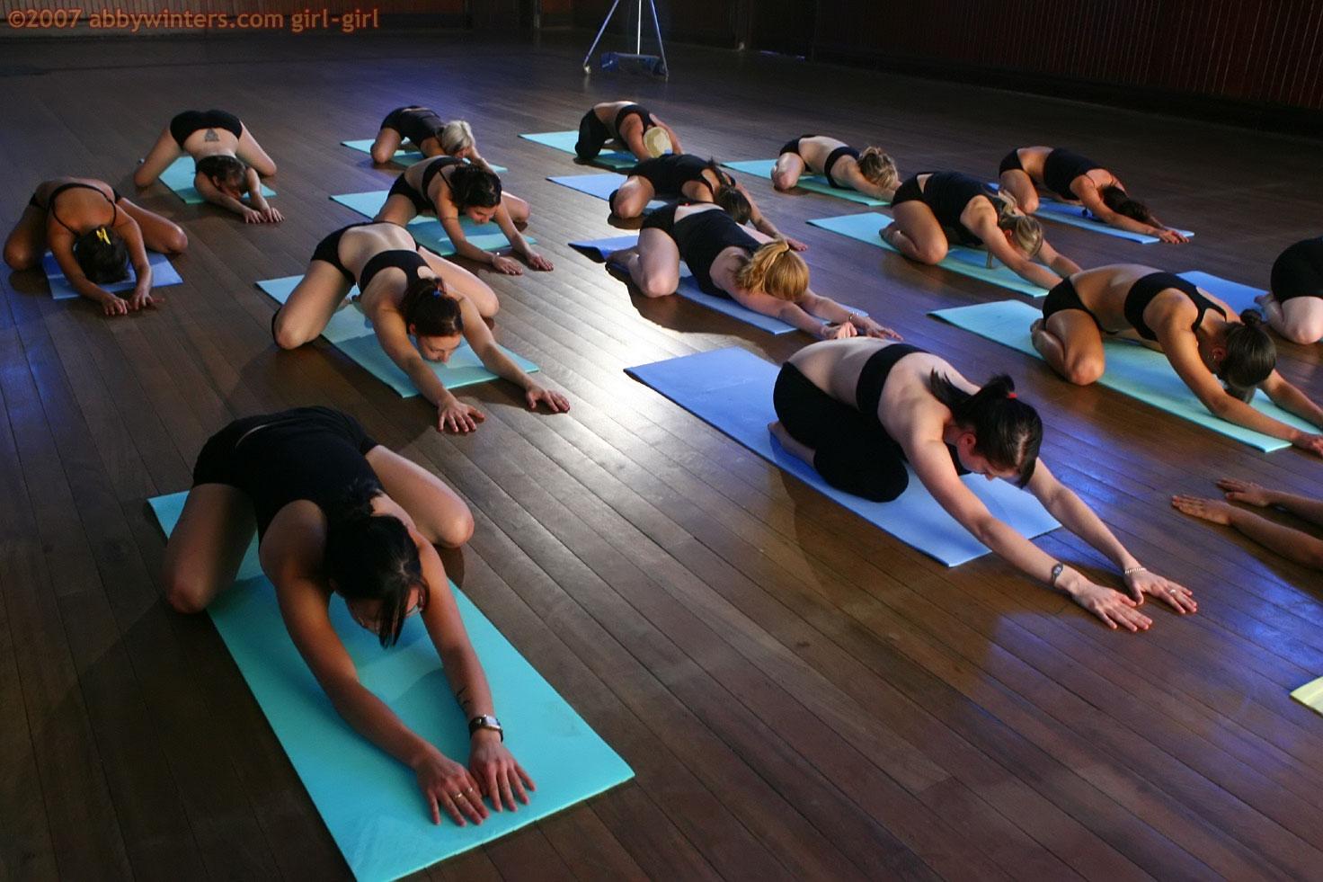 eroticheskaya-gruppovaya-gimnastika