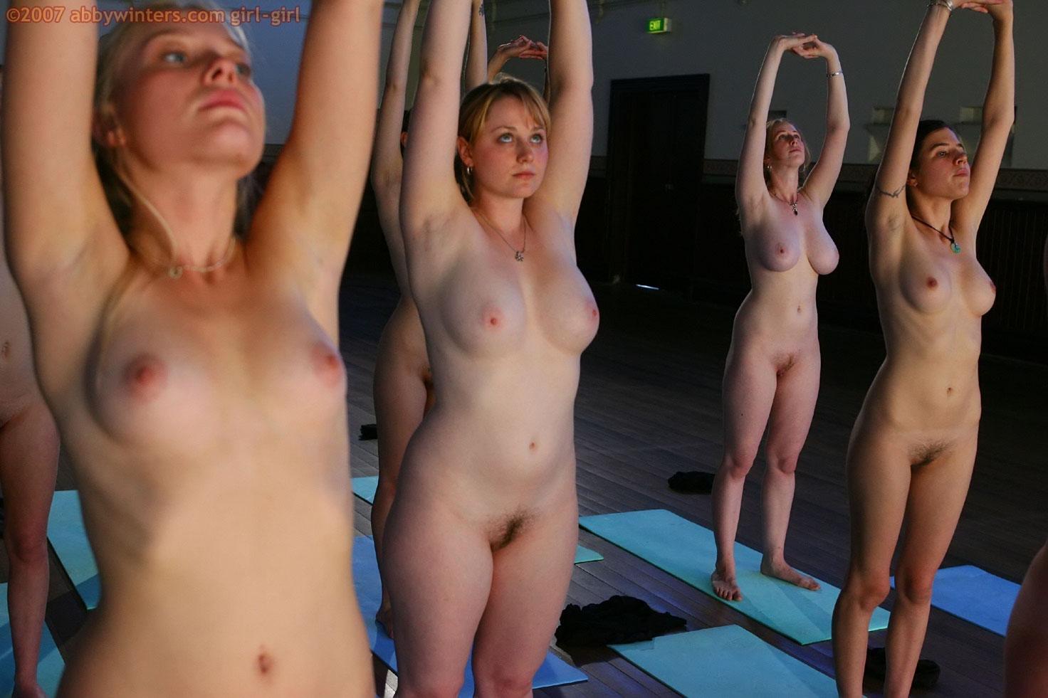 Фото много голых баб голых в спортзале 12 фотография